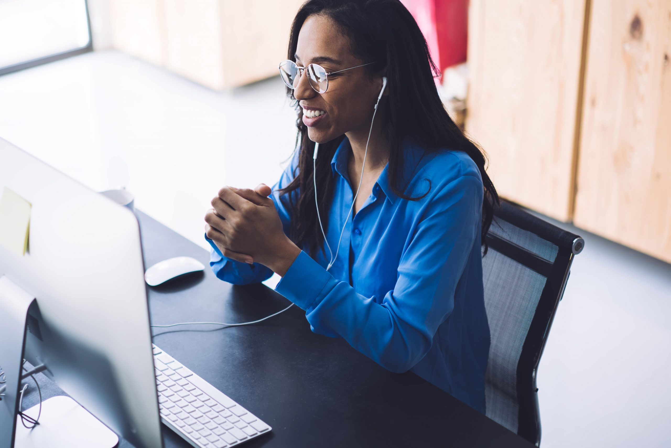 Woman sitting on front of a computer